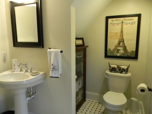 Guest bath -- I just can't seem to get rid of all the Eiffel Towers.